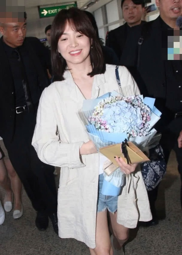 Song Hye Kyo lại khiến fan ngất ngây với loạt ảnh lả lơi, gợi cảm - 6