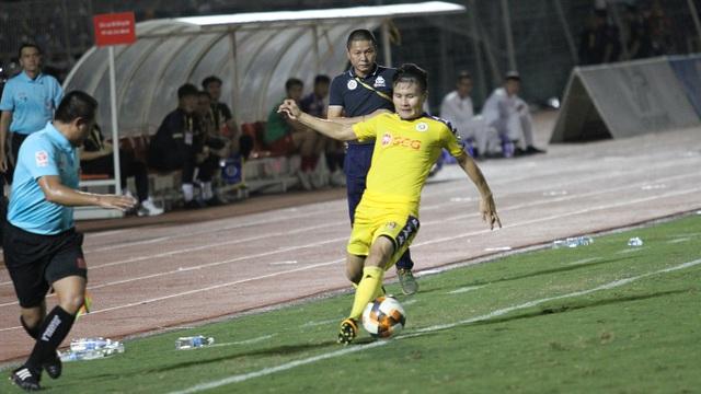 Quang Hải ghi bàn, CLB Hà Nội hòa TPHCM trong trận cầu có 2 thẻ đỏ - 2