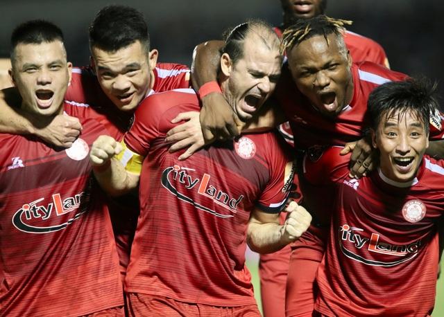 Quang Hải ghi bàn, CLB Hà Nội hòa TPHCM trong trận cầu có 2 thẻ đỏ - 4