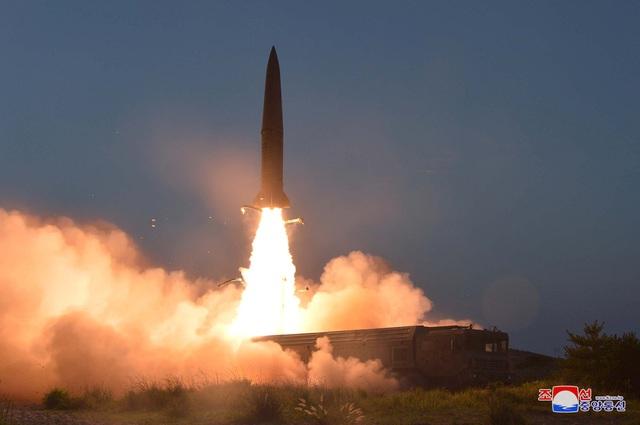 """Ông Trump bất ngờ """"dịu giọng"""" sau vụ phóng tên lửa của Triều Tiên - 1"""