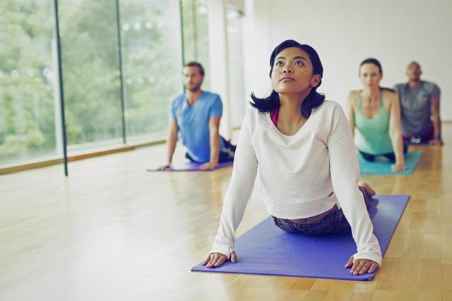 """5 """"bí quyết"""" tránh đau lưng khi tập yoga - 1"""