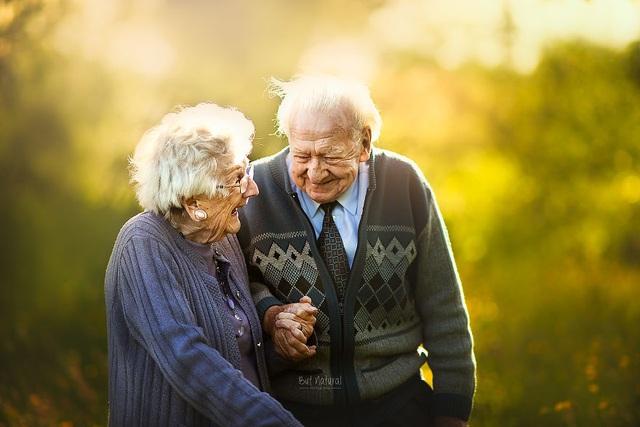 """Bộ ảnh khắc họa chân dung tình yêu của những con người """"nắm tay nhau đi suốt cuộc đời"""" - 15"""