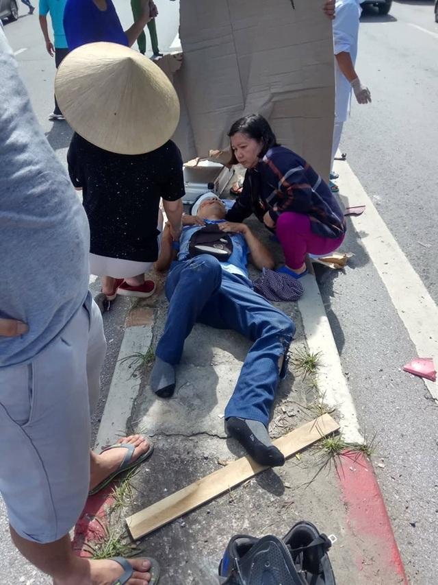 Xe khách nổ lốp quét hàng loạt phương tiện, 2 người tử vong, 3 người trọng thương - 5