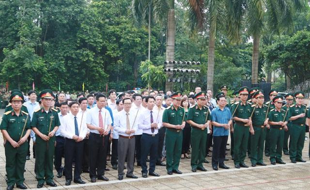 Lãnh đạo bộ, ngành Trung ương và cựu chiến binh viếng nghĩa trang Vị Xuyên