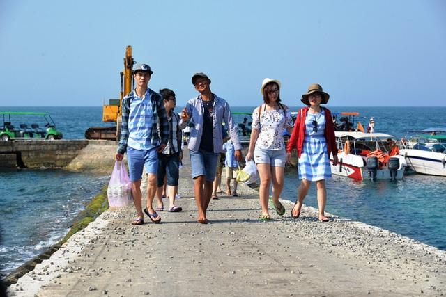 Quảng Ngãi:  Đảo tiền tiêu Lý Sơn hút du khách - 2