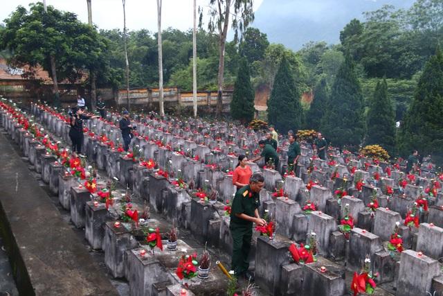 Lãnh đạo bộ, ngành Trung ương và cựu chiến binh viếng nghĩa trang Vị Xuyên - Ảnh minh hoạ 5