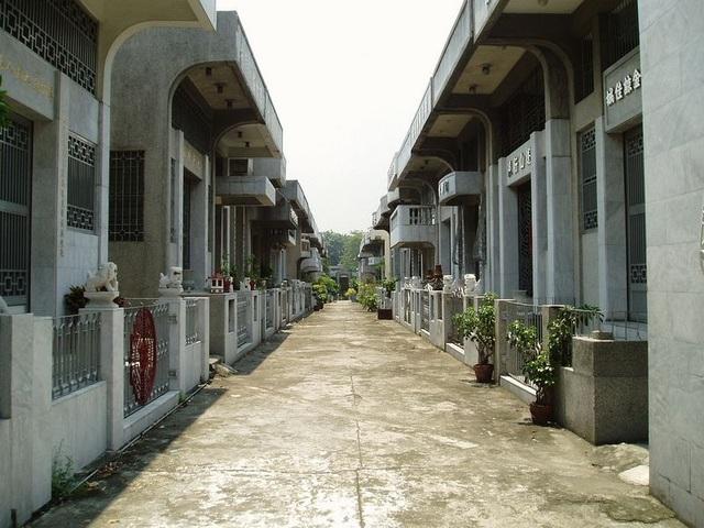 Nghĩa địa dành cho giới siêu giàu, hoành tráng không kém gì biệt thự của người sống - 1