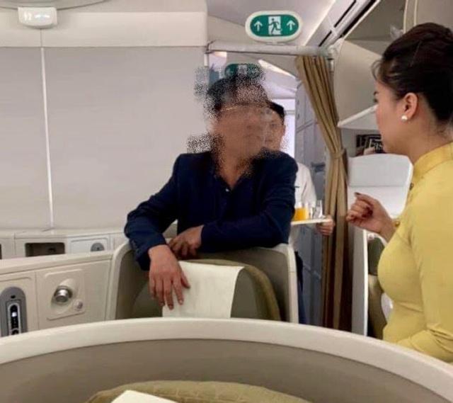 Vị khách hạng thương gia say xỉn, nghi quấy rối cô gái trẻ trên máy bay - 1