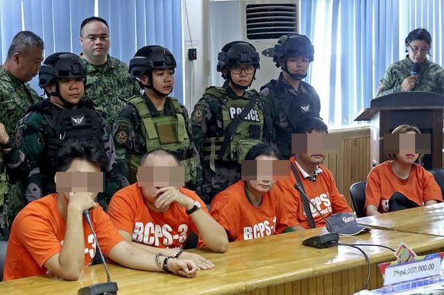 Philippines bắt 5 người Việt nghi vận chuyển trái phép trầm hương - 1