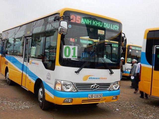 Đà Nẵng: Lượng khách đi xe buýt đã tăng - 1