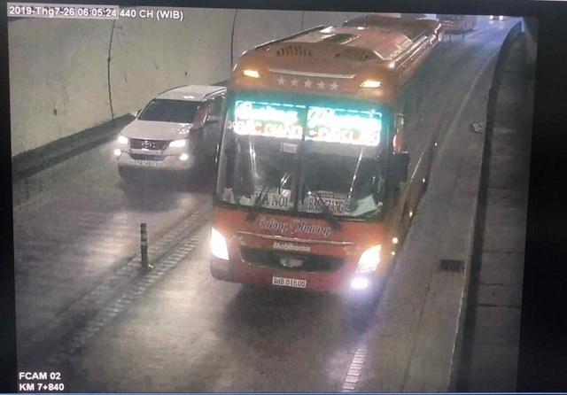 Tước giấy phép lái xe tài xế vượt xe, chạy ngược chiều trong hầm Hải Vân - 1