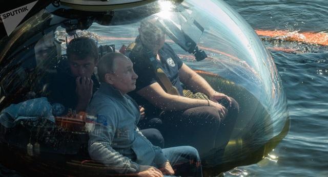 Ông Putin lặn xuống đáy biển xem xác tàu ngầm Thế chiến 2 - 2