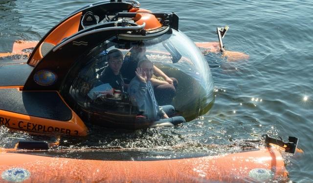 Ông Putin lặn xuống đáy biển xem xác tàu ngầm Thế chiến 2 - 1