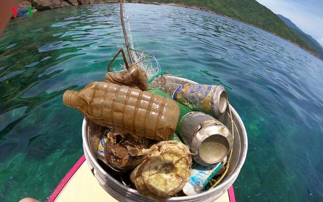 Người đàn ông 8 năm lặn biển nhặt rác ở Sơn Trà - 3