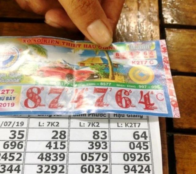 Vĩnh Long: Người bán vé số dạo hoang mang với vé số giả - 2