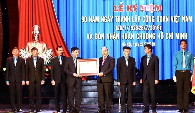 """Thủ tướng Nguyễn Xuân Phúc: """"Công đoàn ở tuyến đầu trong công nghiệp hoá, hiện đại hoá"""" - 2"""