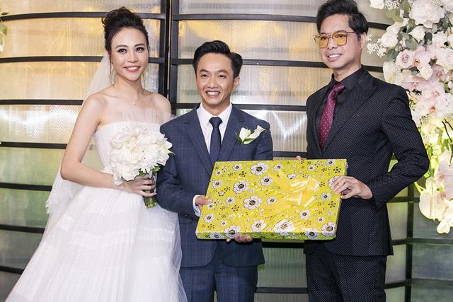 Choáng với dàn siêu xe đến dự đám cưới Cường Đôla và Đàm Thu Trang - 17