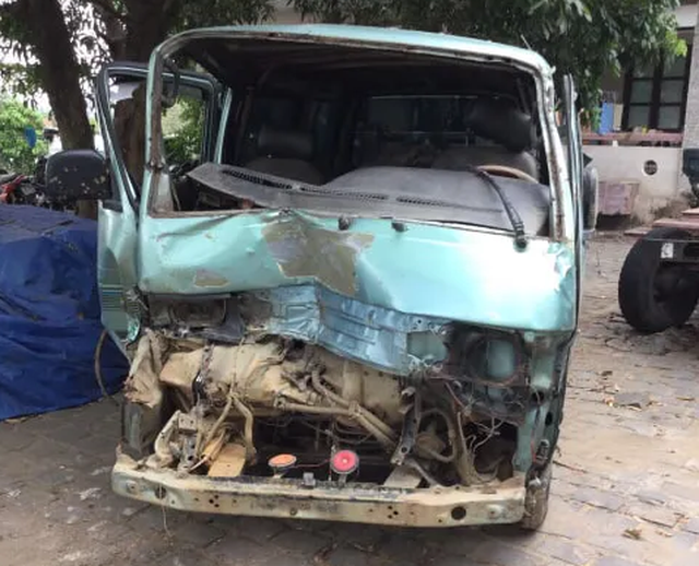 Vụ ô tô tông thẳng xe CSGT: Xe chở gỗ quý, tài xế dương tính với ma túy - 2