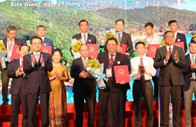 Thủ tướng Nguyễn Xuân Phúc: Không chấp nhận những DN lợi dụng lỗ hổng pháp luật để trục lợi - 4