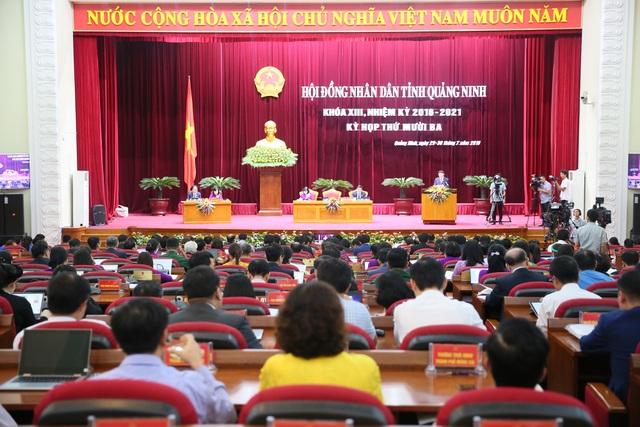 """Quảng Ninh lần đầu tiên thực hiện kỳ họp """"không giấy tờ"""" - 1"""