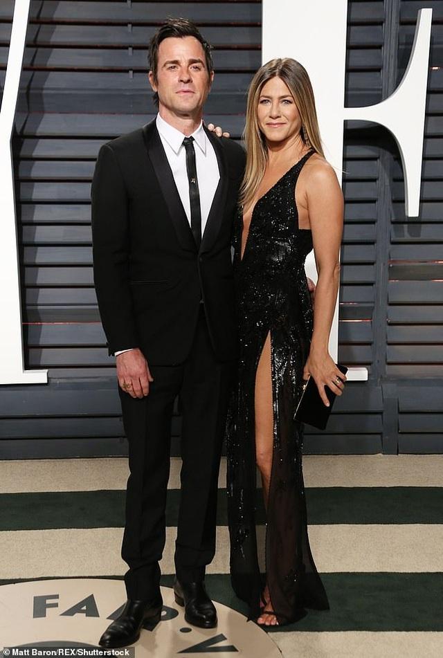 Jennifer Aniston và chồng cũ tái ngộ vì cún cưng - 12