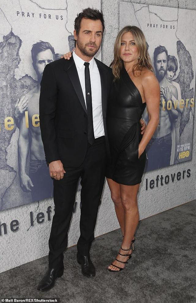 Jennifer Aniston và chồng cũ tái ngộ vì cún cưng - 10
