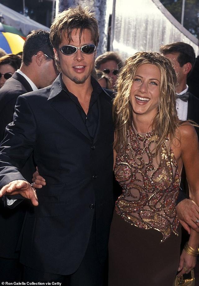 Jennifer Aniston và chồng cũ tái ngộ vì cún cưng - 11
