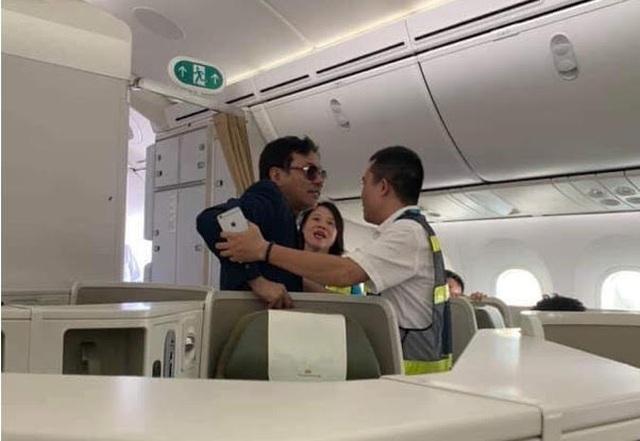 Vì sao khách thương gia sàm sỡ cô gái trên máy bay chưa bị xử lý? - 1