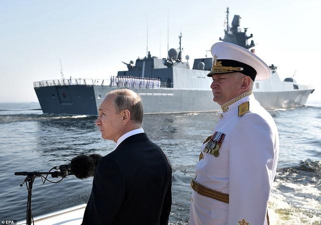 Tàu chiến, máy bay Nga rầm rộ phô diễn sức mạnh trong lễ duyệt binh - 3