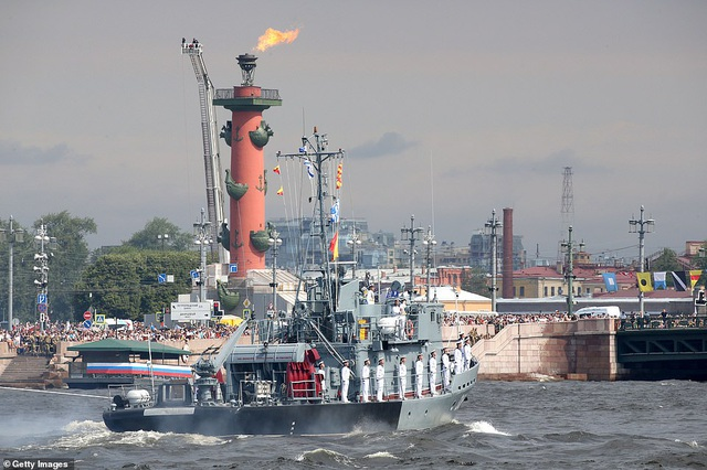 Tàu chiến, máy bay Nga rầm rộ phô diễn sức mạnh trong lễ duyệt binh - 11