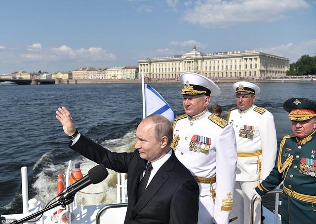 Tàu chiến, máy bay Nga rầm rộ phô diễn sức mạnh trong lễ duyệt binh - 2
