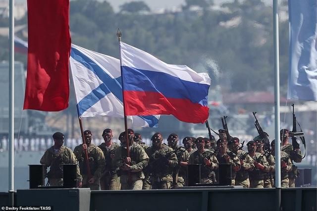 Tàu chiến, máy bay Nga rầm rộ phô diễn sức mạnh trong lễ duyệt binh - 17