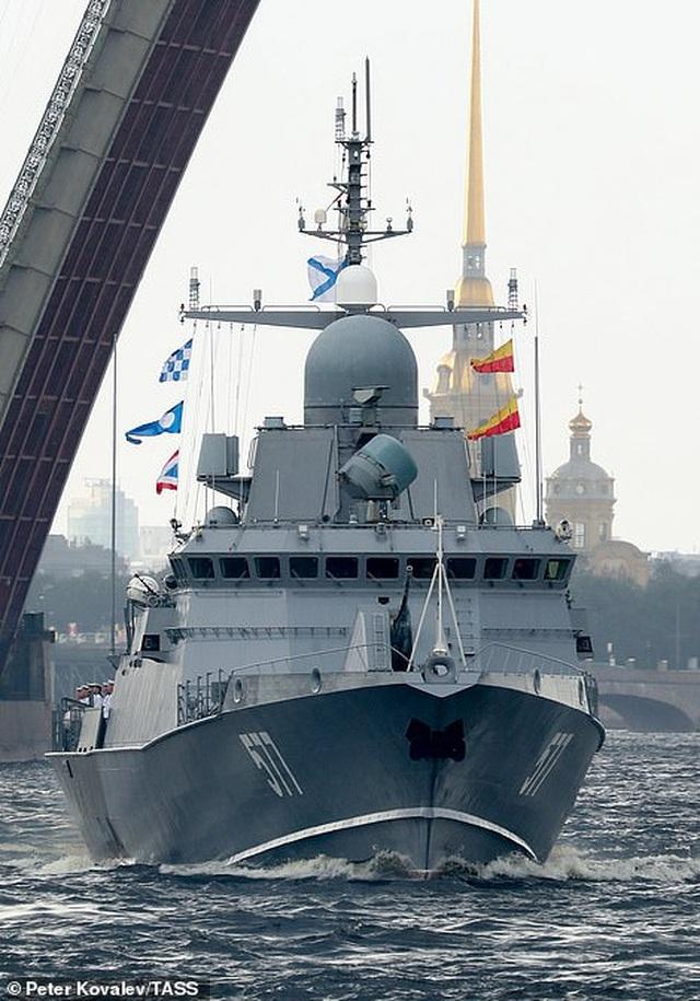 Tàu chiến, máy bay Nga rầm rộ phô diễn sức mạnh trong lễ duyệt binh - 5