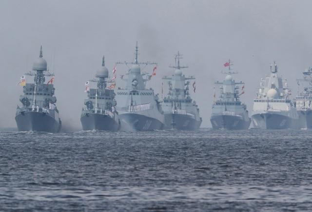 Tàu chiến, máy bay Nga rầm rộ phô diễn sức mạnh trong lễ duyệt binh - 1