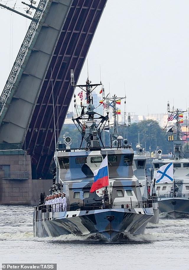 Tàu chiến, máy bay Nga rầm rộ phô diễn sức mạnh trong lễ duyệt binh - 4