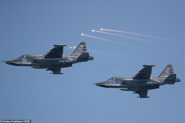 Tàu chiến, máy bay Nga rầm rộ phô diễn sức mạnh trong lễ duyệt binh - 6