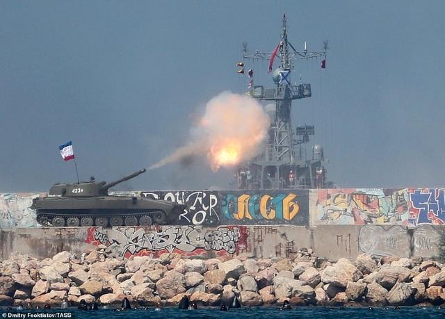 Tàu chiến, máy bay Nga rầm rộ phô diễn sức mạnh trong lễ duyệt binh - 8