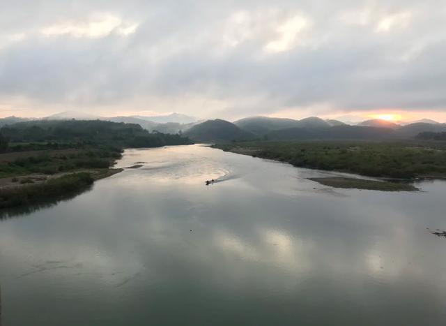 Bình minh lẻ loi trên sông Lam - 2