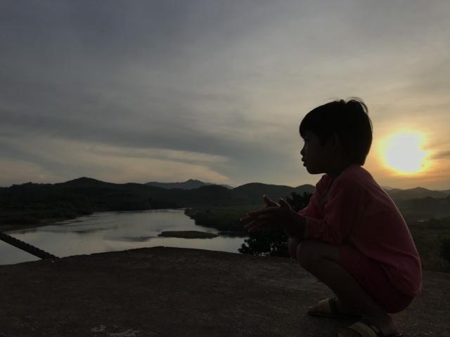 Bình minh lẻ loi trên sông Lam - 6