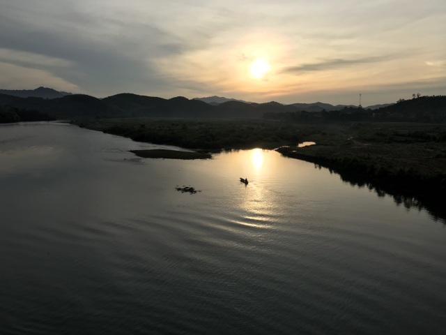 Bình minh lẻ loi trên sông Lam - 1