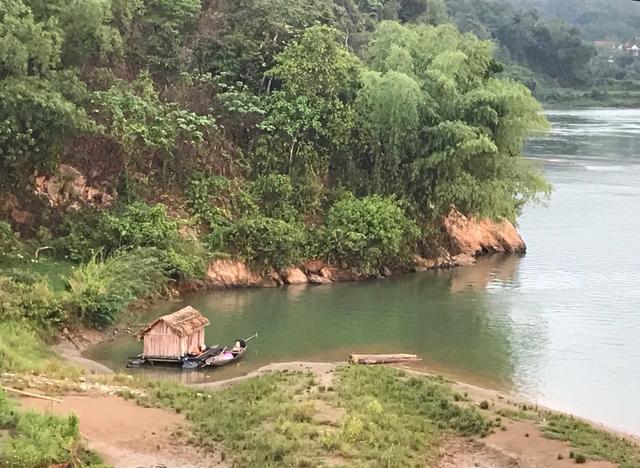 Bình minh lẻ loi trên sông Lam - 4