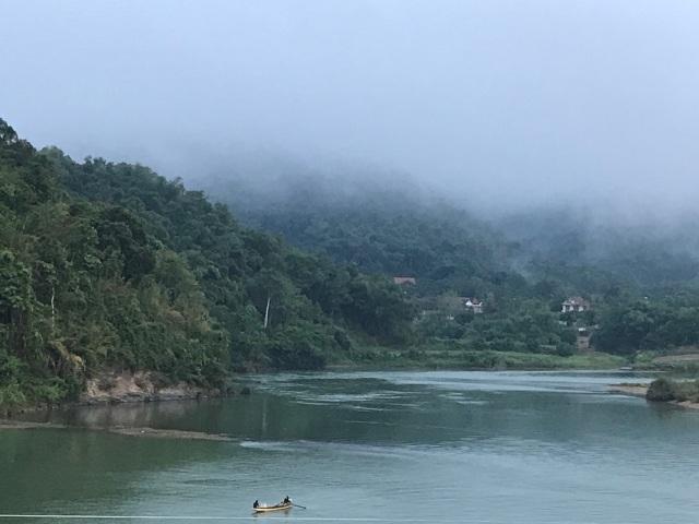 Bình minh lẻ loi trên sông Lam - 3
