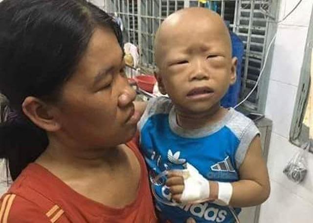 Xót xa cảnh cháu bé 3 tuổi quằn quại trong cơn đau vì ung thư quái ác hành hạ - 1