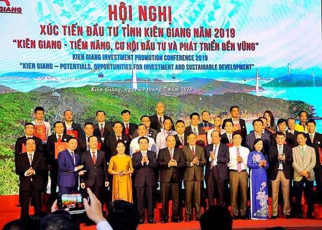 Thủ tướng Nguyễn Xuân Phúc: Không chấp nhận những DN lợi dụng lỗ hổng pháp luật để trục lợi - 5