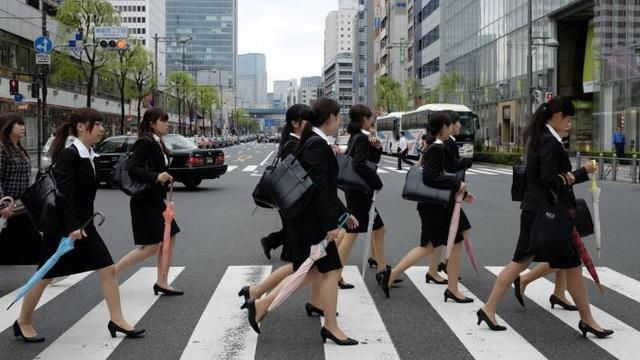 Số lượng phụ nữ đi làm tại Nhật Bản lần đầu đạt mức 30 triệu người - 1