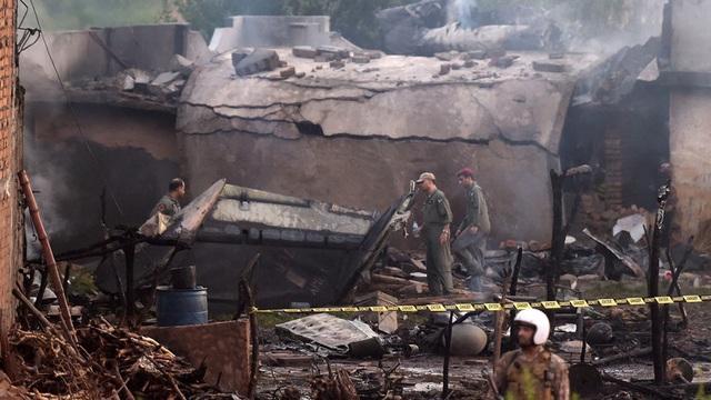 Máy bay quân sự Pakistan rơi trúng khu dân cư, ít nhất 19 người thiệt mạng - 1