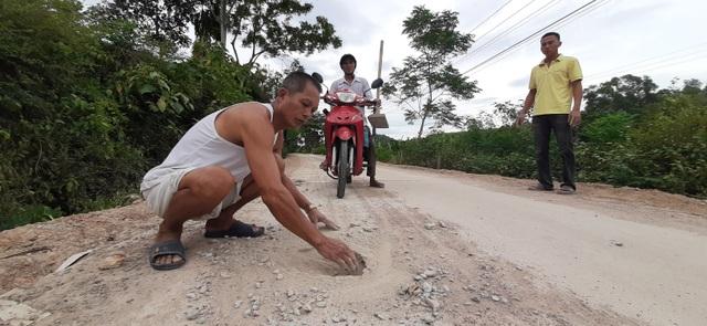 Nghệ An: Người dân tố đường dự án 135 chưa bàn giao đã hỏng, chính quyền nói gì? - 4