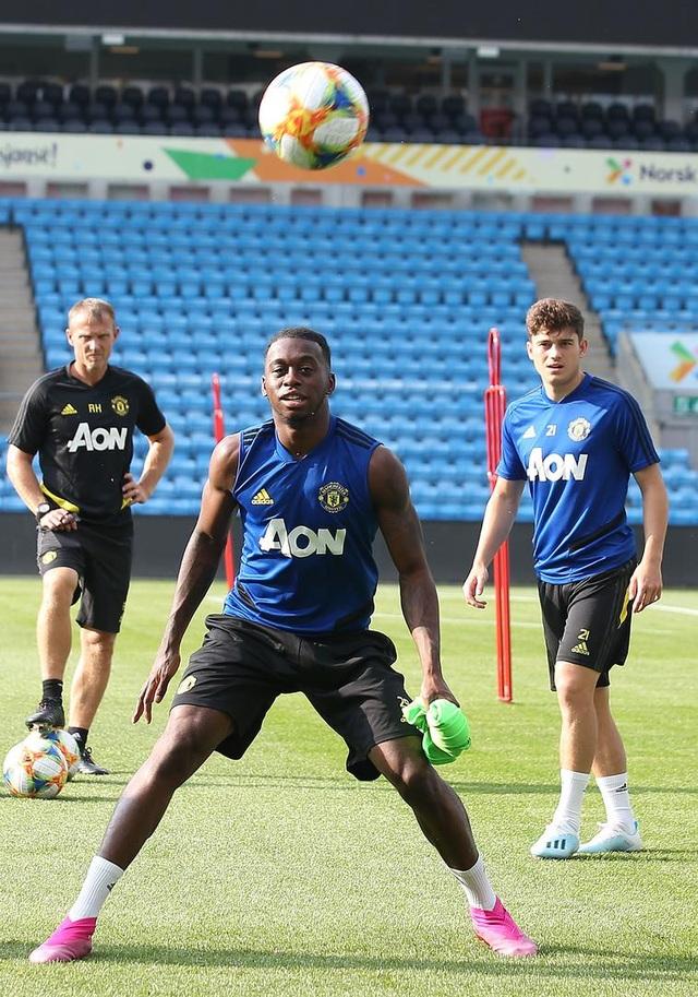 Man Utd luyện công ở Na Uy chờ con trai của Ole Solskjaer - 14