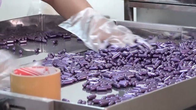 Bắt 11 người trong đường dây sản xuất thuốc, thực phẩm chức năng giả - 2