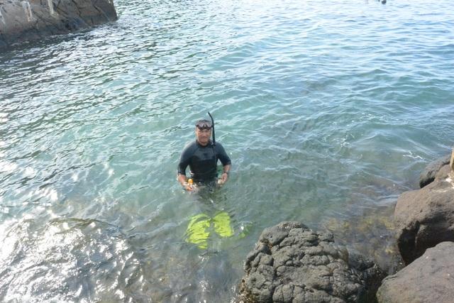Người đàn ông leo rừng, lặn biển nhặt rác - 3